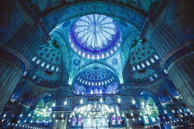 l2f-jul-15-pic-turkey-istanbul-blue-mosque-interior-yarygin-shutterstock_185429441.jpg